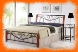 Kovová postel Riza v kombinaci s dřevem